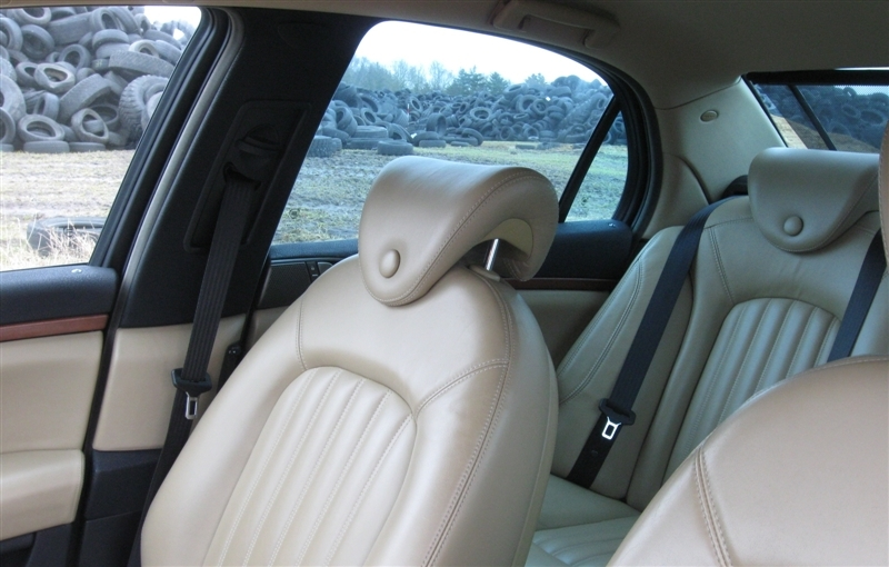 2002_8_Lancia Thesis head rests