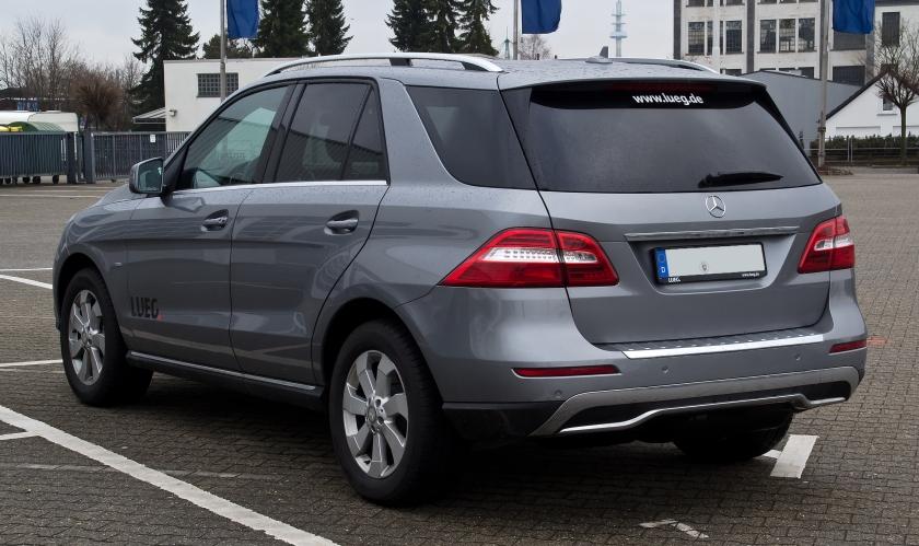 Mercedes-Benz_ML_250_BlueTEC_(W_166)_–_Heckansicht,_26._Februar_2012,_Velbert