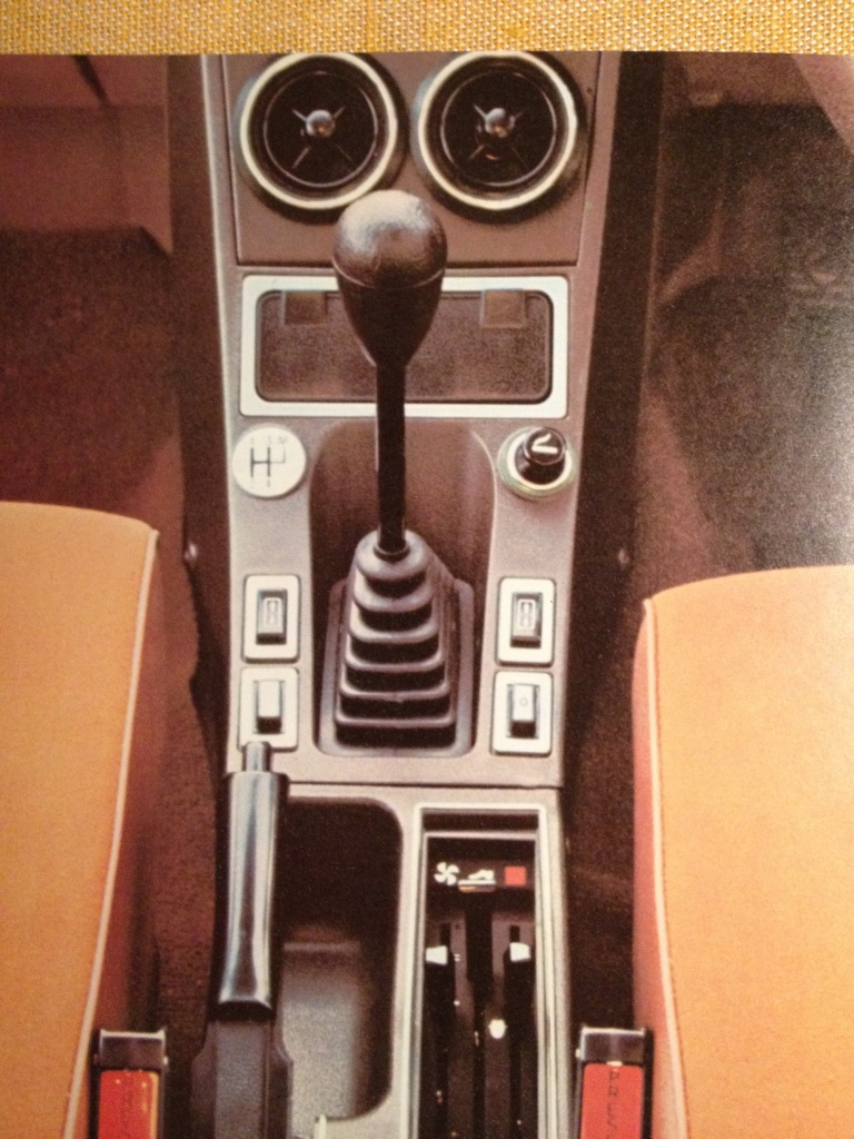 Excellent layout and a big ashtray: the 1974 Citroen CX cente console.