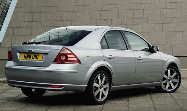 2000 Ford Mondeo rear comparison