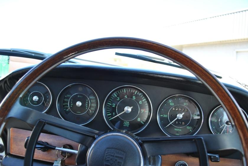 1964 Porsche 911 dashboard