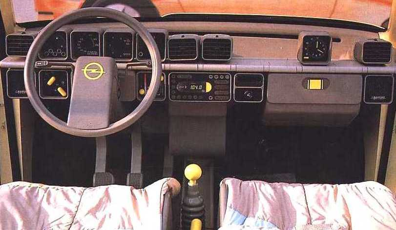 1983_Opel_Junior_Interior_01