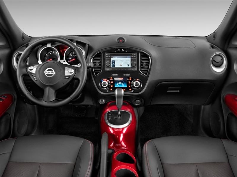 2011 Nissan Juke interior