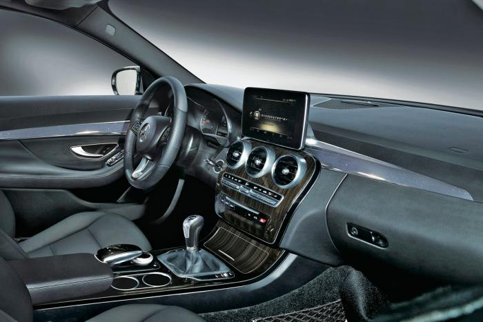 2014 Mercedes saloon interior