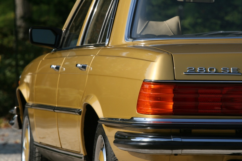 1972 Mercedes 280 SE W116 Automatic. This colour is now only found on superminis.