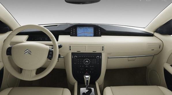 2007 Citroen C6 interior.