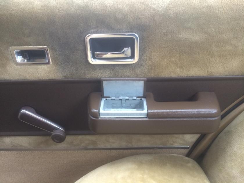 1984 Opel Senator 2.5 E ashtray.