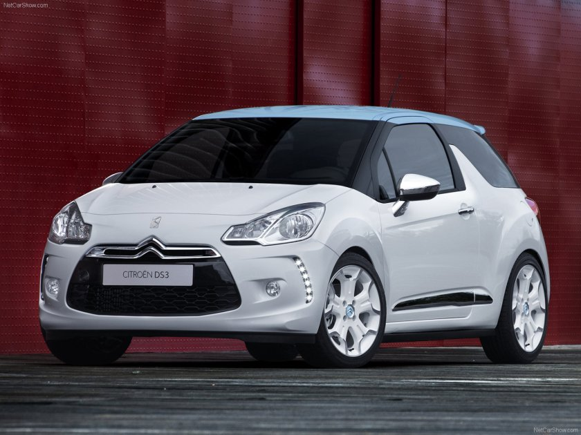2011 Citroen DS3. The same A-pillar failure as on the Nissan, above.
