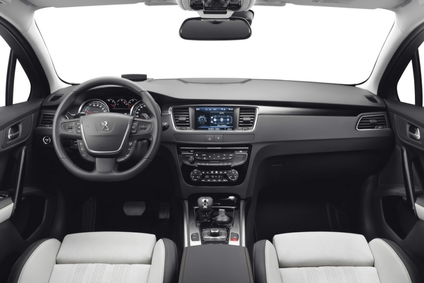 2015 Peugeot 508 interior - grey innit? Image via Motor-kid