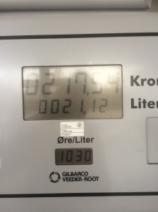 That´s nearly two thirds of a tank but the fuel gauge led me to think there was two thirds left.