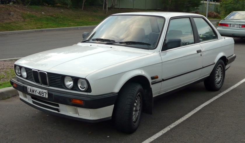 1988 BMW E-30. Even in four-cylinder base model trim it looks solid. A handuful in the wet though,and rather cramped. Image: Wikipedia. Send them a donation now, please.