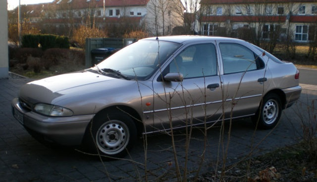 1993 Ford Mondeo with a private seller-style photo.