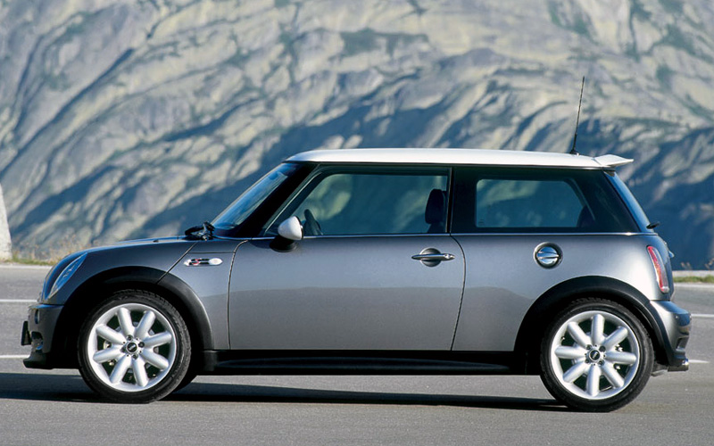 2001 Mini: aw retro as New Beetle but nobody objects. Image: topcarrating.com. I wonder what that site is about.