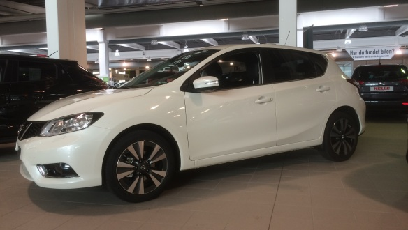 2015 Nissan Pulsar in Dig-T 115 Tekna X-tronic trim. Leather, autobox and alloys.