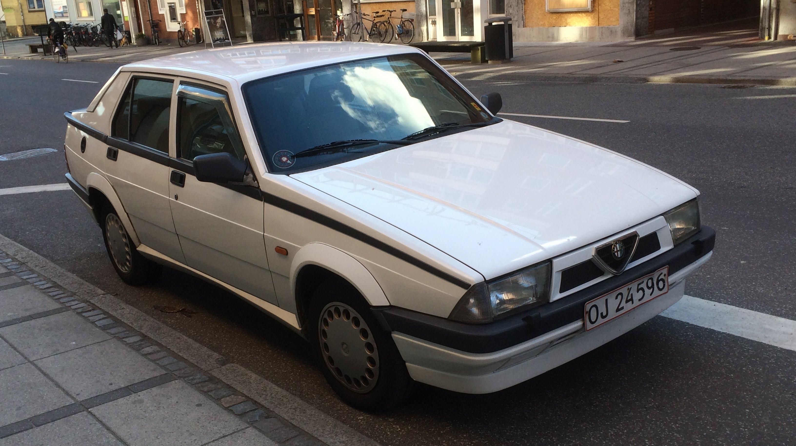 A photo for Sunday: 1990 Alfa Romeo 75 Twin Spark – Driven To Write