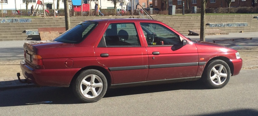 1995 Ford Escort CLX. This has a 1.6 litre 16v engine.