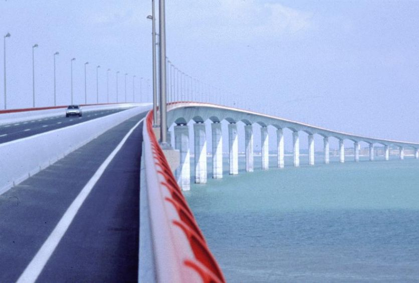 The amazing Il de Re Bridge - can you imagine something similar for the Isle of Wight?