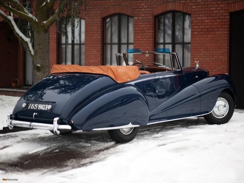 A 1950 Rolls-Royce Silver Dawn: favcar.com.