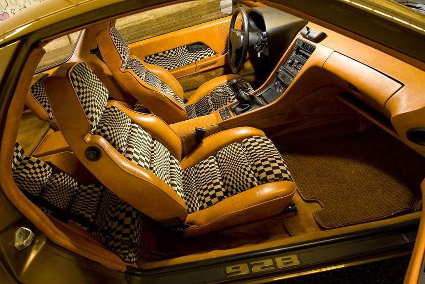 1976 Porsche 928 interior