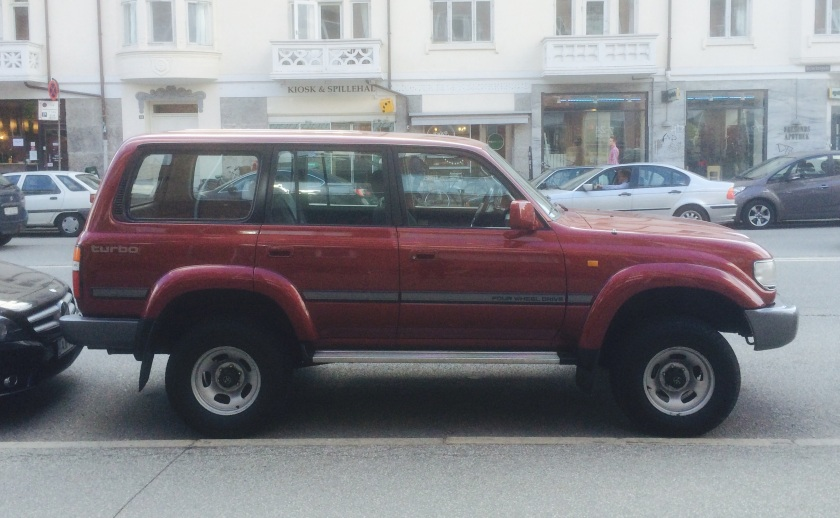 1990-1997 Toyota Land Cruiser (J80). What is the Danish equivalent of a Chelsea farmer?