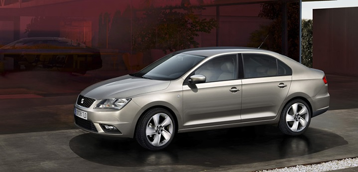 2015 Seat Toledo. I hate these leafless yards that car adverys so adore. These have inspired people across Europe to rip out their plants and cover their front garden with asphalt or gravel. Image: SEAT UK.