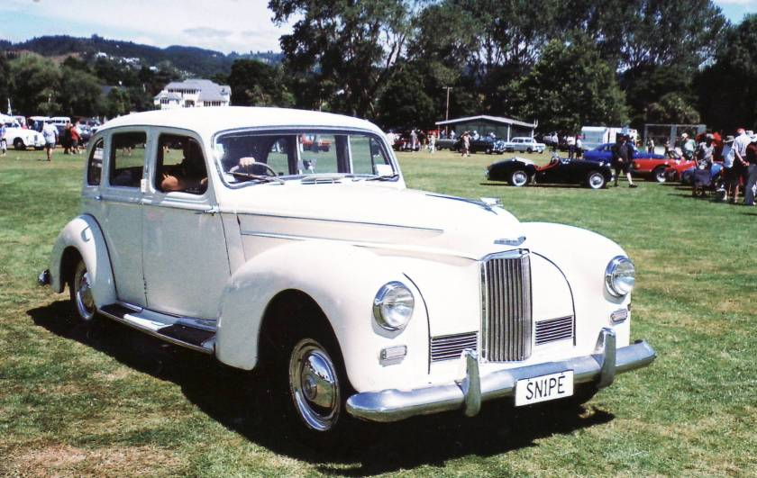1950 Humber Snipe - the bumper is closer to the body but still under the main volumes. Note the over-riders: www.leylandp76club.org.nz