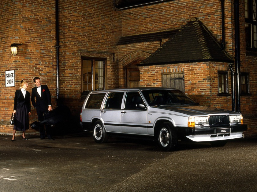 1983 Volvo 740 - the bumper has a distinctly separate spoiler underneath: http://www.autogaleria.hu -