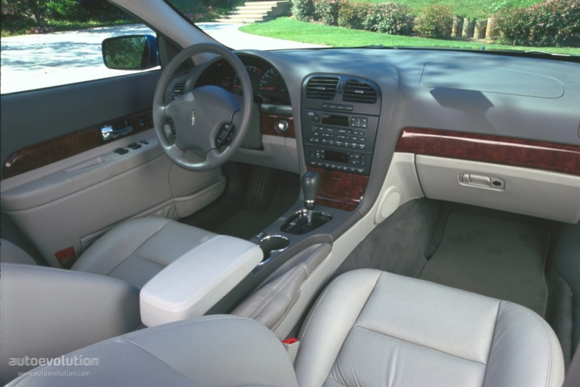 2000 Lincoln LS interior. American luxury or Toyota Camry LXE?: autoevolution.com