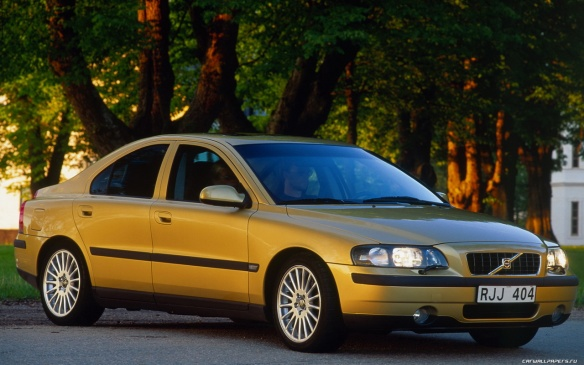 2001 Volvo S60 is sleek and cramped: www.autos.ca