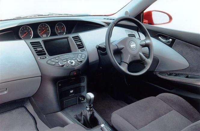 2001 Nissan Primera interior: Parkers.co.uk