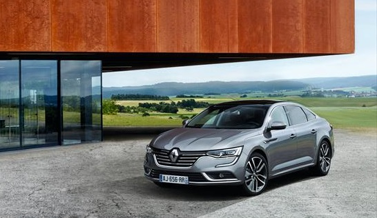 2016 Renault Talisman parked on a horrible concrete apron outside an impersonal architect´s house. All that concrete will make that place as welcoming as a builder´s yard in July. Well done Renault for the clicheed image: Renault UK