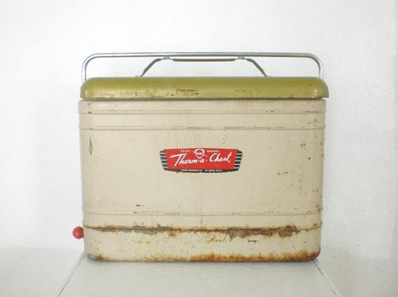 1960 Knepp Monarch picnic cooler: www.etsy.com