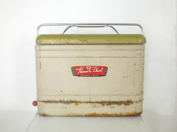 1960 Knepp Monarch picnic cooler: www.etsy.com