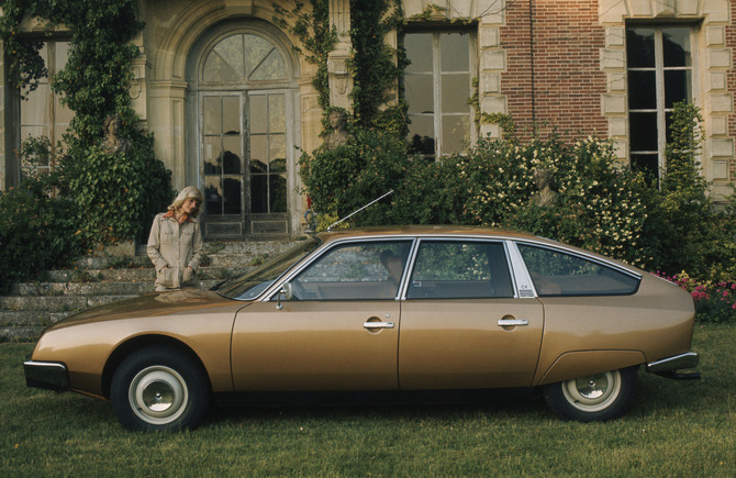 1976 Citroen CX: www.autoviva.com Notice how the doors continue down, as on the Saab.