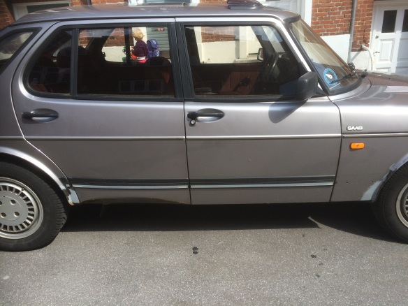 1986 Saab 900 automatic.  The door extends down and fold inward, out of site.