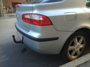 2000 Renault Laguna: note the way the bumper now meets the rear lamp.