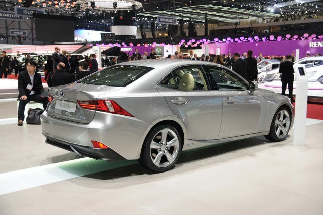 2014 Lexus IS (wikipedia.org)