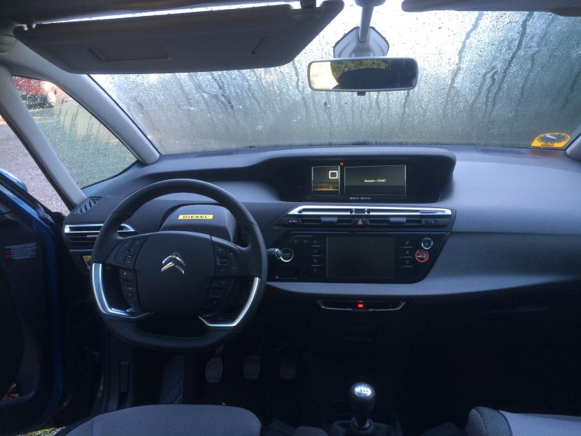 2015 Citroen C4 Picasso dashboard. Most of what´s wrong with the car is here. The design theme is meaningless or hard to decipher. Why does the upper part´s awning stretch left to the a-pillar?