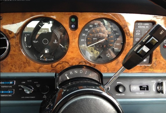 1987 Rolls Royce SIlver Spur dashboard. This is not quite in the same league as the Sandero. It has no USB port, for exampe: Autotrader.co.uk
