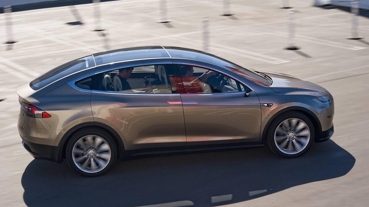 2016 Tesla Model X: autobodyprice.com