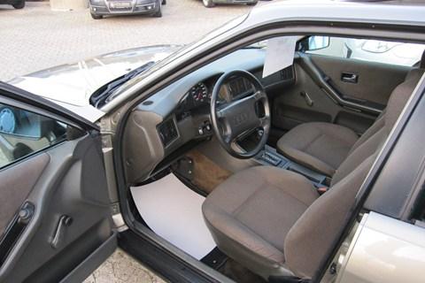 1989 Audi 80 1.8S interior: bilbasen.dk