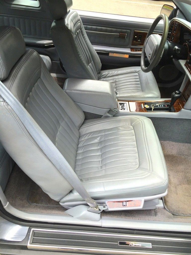That´s quality. A 1990 Buick Riviera interior: curbsideclassic.com