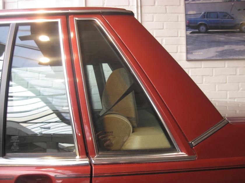 1982 Volvo 760 GLE rear side-glass.