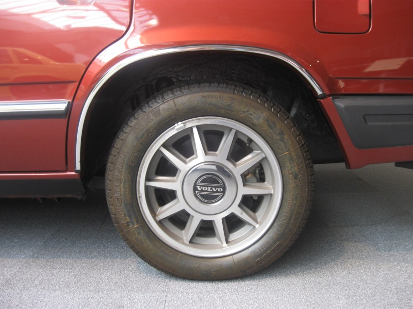 1982 Volvo 760 GLE wheels.