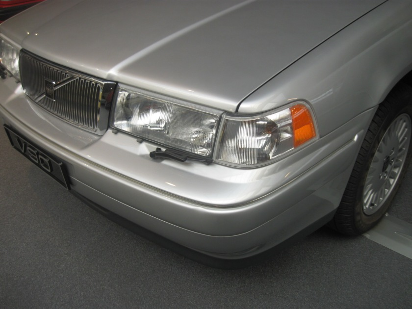 1998 Volvo 960 estate headlamps and grille.