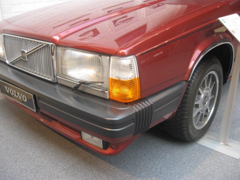 1982 Volvo 760 GLE headlamps.
