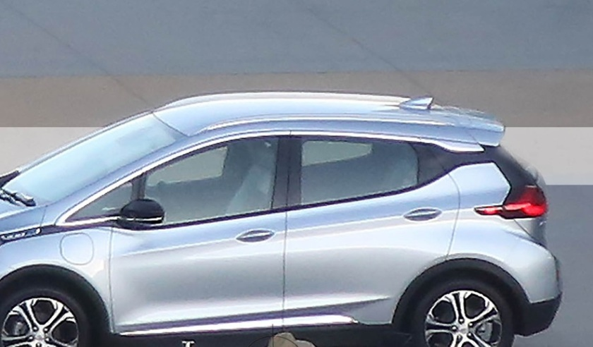 2017 Chevrolet Bolt spy shot: carandriver.com