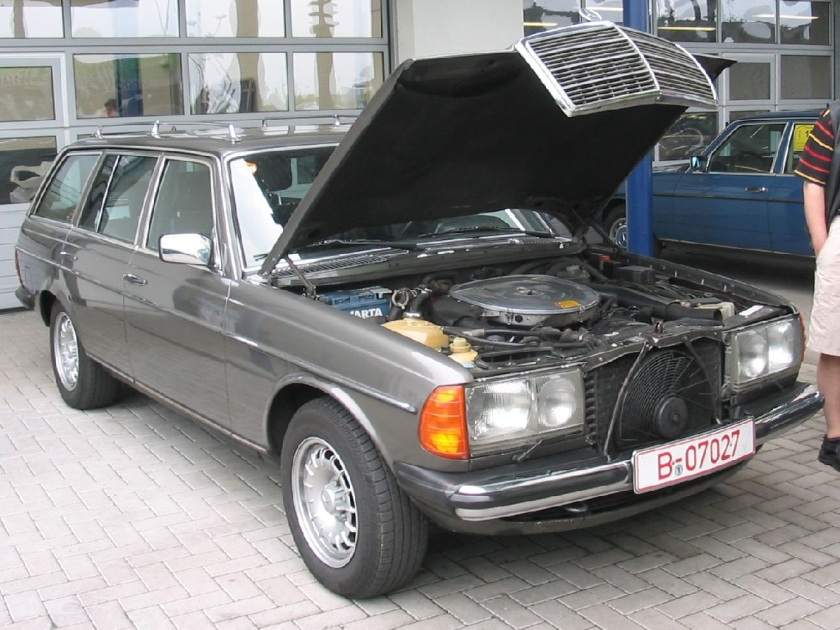 5.6 V8 in a W123 Estate