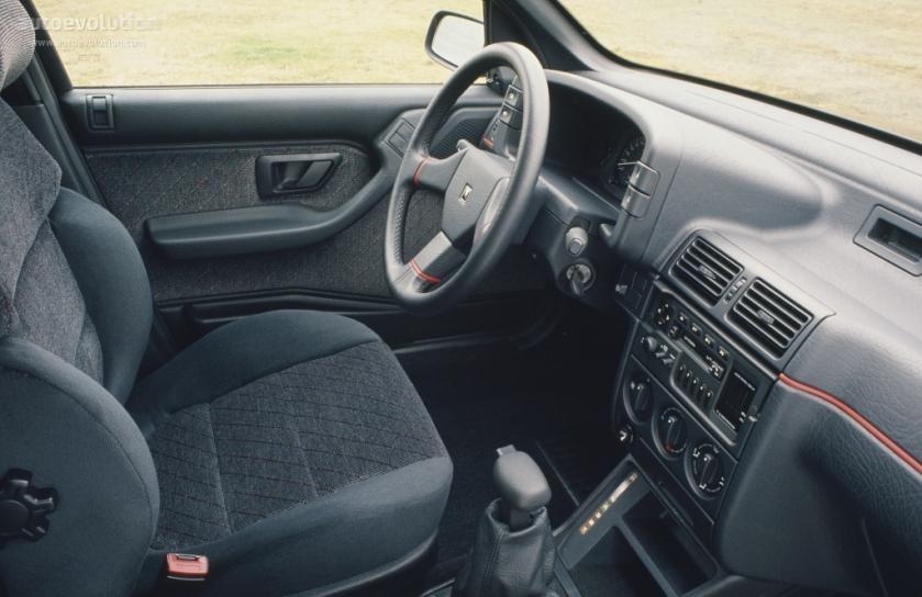 1991 Citroen ZX interior: autoevoltion.com