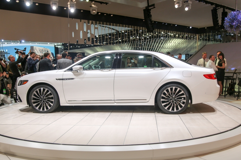 2017 Lincoln Continental side